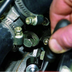 Порядок действий при проведении регулировки натяжения цепи привода распредвала карбюраторного мотора ваз 21214